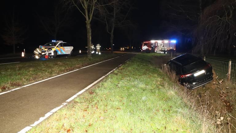 De politiewagen kwam met de gestolen auto in botsing (foto: Kevin Kanters / SQ Vision)