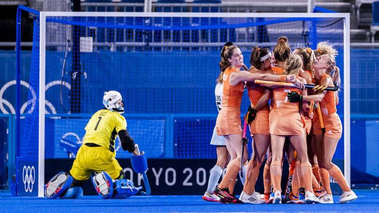 Vreugde bij Nederland na de 1-0 van Margot van Geffen (foto: ANP).