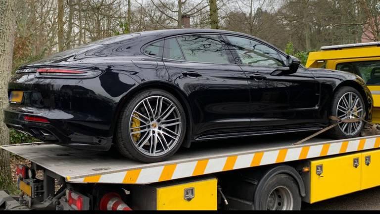 Er werd onder meer een auto in beslag genomen (foto: FIOD).