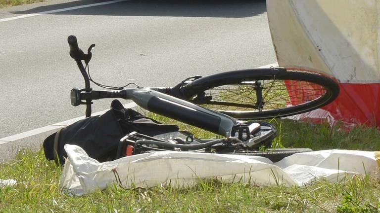 Hulp voor de fietsster mocht niet meer baten (foto: Perry Roovers / SQ Vision).