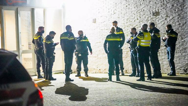De politie greep in bij de kerstborrel.