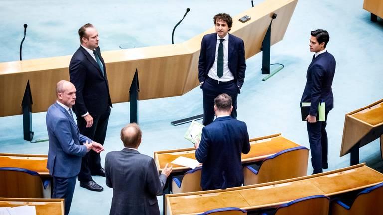 Een eerder debat in de Kamer over corona (foto: ANP/Remko de Waal).